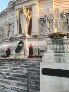 Vittoriano, Altar of the Fatherland with soldiers and eternal fir